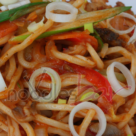 Noodles Cu Pui Iute Si Legume (2)