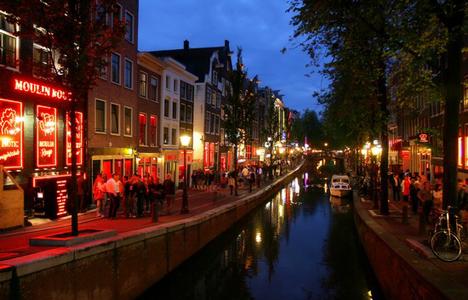 Cartier Rosu In Amsterdam